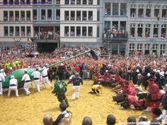 Mons (Belgique) Combat du lumeçon doudou