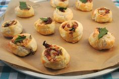 rolls with sundried tomatoes and basil Tapas, Appetizer Recipes, Snack Recipes, Cooking Recipes, Yummy Snacks, Yummy Food, Dutch Recipes, Snacks Für Party, High Tea