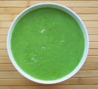 Schatz was koch ich heute? - vegan kochen, backen, essen und genießen: Vegane Spargelcremesuppe in grün. Was Du brauchst:      grünen Spargel     Öl     Gemüsesuppe     Braunhirsemehl     Knoblauch     Pfeilwurzelmehl     Thymian     Soya Cuisine (veganes Obers) Laß es Dir schmecken :-)