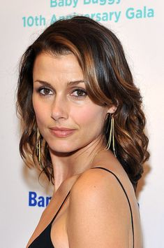 Bridget Moynahan Medium Wavy Cut
