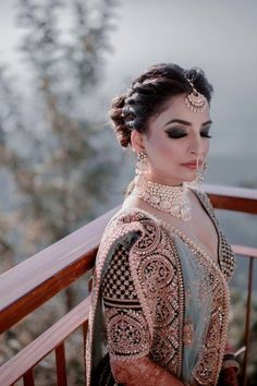 While classic is a great way to go with your bridal eye makeup, experimenting is always a great idea, especially if you can pull it off and you have an MUA who can make it look apt and gorgeous. Indian Bridal Outfits, Indian Wedding Hairstyles, Bridal Dresses, Indian Dresses, Prom Dresses, Bridal Eye Makeup, Indian Bridal Makeup, Party Makeup, Wedding Makeup