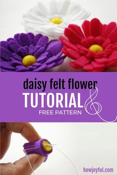 Learn how to make this daisy flower out of felt Learn how to make this daisy flower out of felt with HowJoyful 🌺 Calligraphy & Lettering for Beginners + DIY Tutorials's FREE pattern Paper Flowers Diy, Handmade Flowers, Flower Crafts, Fabric Flowers, Zipper Flowers, Felt Flower Template, Felt Flower Tutorial, Bow Tutorial, Felt Crafts Diy