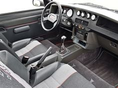 1984 Peugeot 205 Turbo 16 | Turbo I4, 1,775 cm³ | 200 PS / 147 kW | 4WD