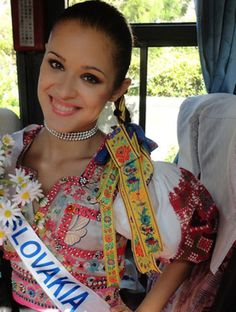 People Around The World, Around The Worlds, Scandinavian Folk Art, Positive People, We Are The World, Traditional Dresses, Other People, Countries, Photos