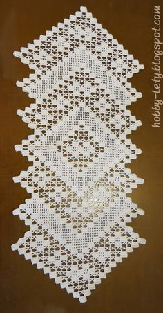 Free Crochet Table Runner Patterns - Her Crochet Crochet Table Runner Pattern, Crochet Doily Patterns, Crochet Tablecloth, Crochet Doilies, Crochet Flowers, Crochet Lace, Crochet Stitches, Filet Crochet, Crochet Shawl