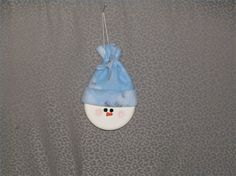 How+to+Make+a+Tobacco+Can+Snowman+Ornament+