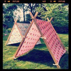J& ce super et super simple tutoriel sur la tente chez Grosgrain Fabulous . - J& trouvé ce super et super simple tutoriel sur les tentes chez Grosgrain Fabulous et …, - Kids Outdoor Play, Backyard For Kids, Outdoor Fun, Diy For Kids, Crafts For Kids, Backyard Party Games, A Frame Tent, Diy Frame, Diy 2019
