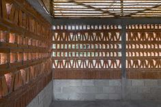 This house in Mexico by Comunal: Taller de Arquitectura features a modular and prefabricated building system, based on panels made with bamboo oldhamii. Brick Architecture, Contemporary Architecture, Interior Architecture, Sustainable Schools, Small Country Homes, Brick Laying, Bamboo Structure, Rural House, Bamboo House