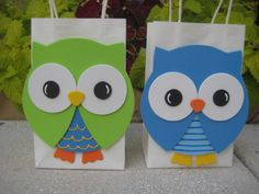 So you want a baby shower owl theme for your baby shower? A baby owl is just as cute as a real baby! The way baby owls still have their downy cute… Diy Owl Birthday Party, Jungle Theme Birthday, Classroom Crafts, Preschool Crafts, Crafts For Kids, Decorated Gift Bags, Paper Gift Bags, Baby Shower Fun, Party Favor Bags