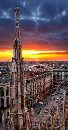 Amazing picture of Piazza del Duomo, Milan, Italy! #milan #milano #italy
