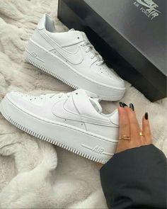 Dr Shoes, Cute Nike Shoes, Swag Shoes, Cute Nikes, Hype Shoes, Shoes Sneakers, Sneakers Fashion, Fashion Shoes, Nike Fashion