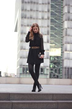 outfit all black everything kleid highheels strumpfhose clutch gürtel zara moschino köln bloggerin  Ein tolles Outfit, wenn man im Hernst Lust hat sich schick zu kleiden.