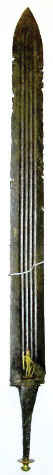 Una de las espadas romanas del depósito germánico de Illerup Ådal. Obsérvese la ¿marca? en forma de imagen embutida del dios Marte - Roman sword with inlay figure of Mars Foto: Grane 2007: fig. 106. http://varpelev.saxo.ku.dk/publikationer/Ph_D_-dissertation_2007.pdf/