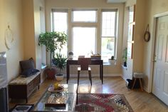 Classic Sunny Chicago Apartment - vacation rental in Chicago, Illinois. View more: #ChicagoIllinoisVacationRentals