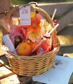 What a great 'Welcome to the Neighborhood' gift! Wedding Welcome Baskets, Wedding Gift Baskets, Wedding Gifts, Wedding Ideas, Diy Food Gifts, Creative Gifts, Guest Basket, Basket Gift, Breakfast Basket