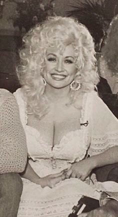 Workin' 9 to what a way to make a livin'. Country Music Stars, Country Singers, Beautiful Celebrities, Beautiful People, Beautiful Women, Dolly Parton Young, Dolly Parton Costume, Dolly Parton Pictures, Divas