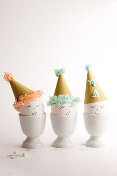 Pinned from Πάσχα Easter board -- Easter Eggs in Party Hats - Flax & Twine Diy Craft Projects, Diy Crafts, Craft Ideas, Hoppy Easter, Easter Eggs, Ostergeschenk Diy, Diy Ostern, Easter Activities, Easter Celebration