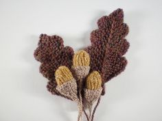 This is the third in a series of twelve linked patterns for a knitted wreath, to be published daily in December Leaf Knitting Pattern, Knitting Patterns Free, Knitting Yarn, Free Knitting, Crochet Patterns, Free Pattern, Crochet Leaves, Knitted Flowers, Knit Or Crochet