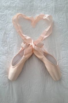 Bought new pointe shoes today, my first after twenty years! Let's get started (again) - My feet remember this... (july 24th 2015)