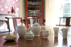 #lunac #teatime #porcelain #teapot #sugar #mugs Teapot, Tea Time, Porcelain, Sugar, Home Decor, High Tea, Room Decor, Porcelain Ceramics, Home Interior Design
