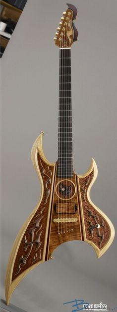 Une ESP Custom AX Wood. Retrouvez des cours de #guitare d'un nouveau genre sur MyMusicTeacher.fr