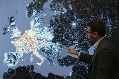 """Especialistas em segurança alertaram sobre uma enorme """"botnet"""" que poderia invadir toda a internet nas próximas semanas.  ... http://www.coletividade-evolutiva.com.br/2017/10/o-terrivel-botnet-ceifeiro-especialistas-alertam-que-pode-ocorrer-um-furacao-cibernetico.html"""
