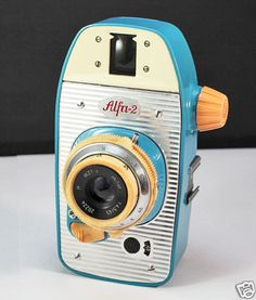 Alfa 2 Totally loving the color scheme. It adds a different flavor. Antique Cameras, Vintage Cameras, Radios, Accessoires Photo, Photo Deco, Classic Camera, Retro Camera, Camera Obscura, Movie Camera