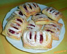 Velice rychlé hřebeny z listového těsta | Mimibazar.cz Mini Cheesecakes, French Toast, Grilling, Yummy Food, Sweets, Restaurant, Bread, Food And Drink, Baking