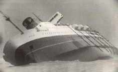 The Wahine disaster: The ferry TEV Wahine strikes a reef at the mouth of Wellington Harbour, New Zealand, with the loss of 53 lives, in Cyclone Giselle, which created the windiest conditions ever recorded in New Zealand. Abandoned Ships, Abandoned Places, Song Of The Sea, Boat Decor, New Zealand Houses, Vera Cruz, Cheap Cruises, Kiwiana, Shipwreck