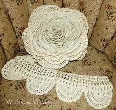 Here's what seven yards of antique crocheted lace gets you. Must be six inches wide? Wild Rose Vintage: Giant Crochet Lace Rose and Other Treasures Irish Crochet, Crochet Motif, Crochet Lace, Crochet Patterns, Crochet Trim, Vintage Crochet, Lace Flowers, Crochet Flowers, Fabric Flowers