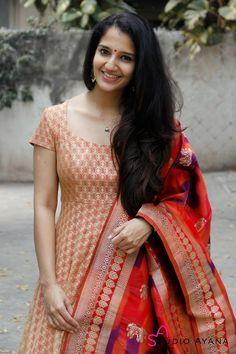 Long Dress Design, Stylish Dress Designs, Dress Neck Designs, Stylish Dresses, Designer Party Wear Dresses, Kurti Designs Party Wear, Indian Designer Outfits, Indian Fancy Dress, Dress Indian Style