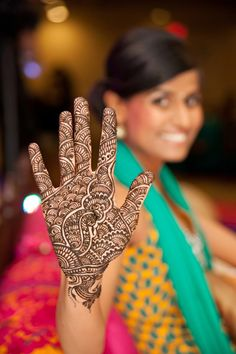 She has a peacock on her palm! :) #wedding #mehendi