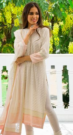 Indian Dress Up, Indian Attire, Indian Wear, Indian Outfits, Pakistani Dress Design, Pakistani Dresses, Simple Kurti Designs, Indian Designer Suits, Frocks For Girls
