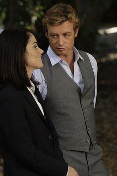 Teresa Lisbon (Robin Tunney) and Patrick Jane (Simon Baker)