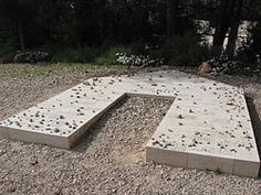The Last Descendant Monument is a memorial site for the last last remaining Jews from the Holocaust that fell in the 1948 Arab-Israeli war without a family