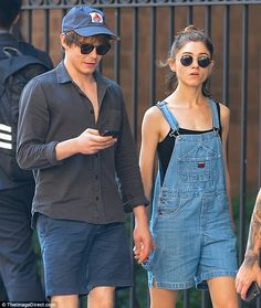 Stranger Things' Natalia Dyer and Charlie Heaton Finally Go Public With Their Romance Nancy Stranger Things, Stranger Things Jonathan, Stranger Things Quote, Stranger Things Aesthetic, Jonathan And Nancy, Jonathan Byers, Charlie Heaton, Netflix, Game Of Thrones