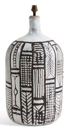 ROGER CAPRON Grand pied de lampe de style africaniste Céramique noire et blanche