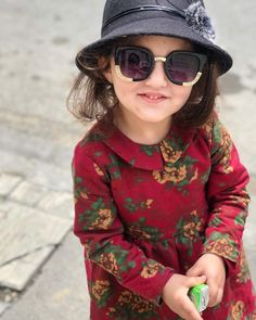 Raise Great Kids With These Proven Tips. If you take some time to learn parenting skills, you will have a lot of fun. Cute Little Baby Girl, Cute Kids Pics, Cute Baby Girl Pictures, Cute Girls, Cute Babies, Cute Baby Wallpaper, Stylish Dpz, Baby Images, Stylish Girl Images