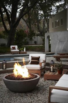 43 Outdoor Fire Pit Seating Design Ideas for Backyard Diy Fire Pit, Fire Pit Backyard, Backyard Patio, Backyard Ideas, Garden Fire Pit, Backyard Seating, Patio Ideas, Outdoor Ideas, Landscaping Ideas