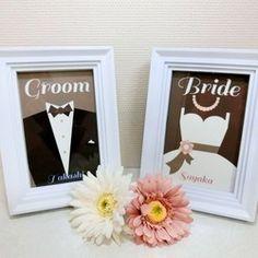 ✿HAPPY WEDDING✿ご結婚おめでとうございます結婚式で大切なゲスト様をお迎えする受付サインです。受付以外にウェルカムスペースの装飾や二次会でのご利用にもいかがでしょうか!********商品説明********新郎新婦さまのドレスコードをイメージしました。新郎様サイド/新婦様サイドが一目瞭然ですね!新郎様(Groom)新婦様(Bride)2枚1セットでお届けします。※ こちらは中紙のみの販売となります。※ フレームはお好みの物をご用意ください。◆台紙は、マットなスーパーファインハガキ用紙を使用 (紙厚0.23㎜のコシのある高品位用紙です)◆サイズ ハガキサイズ(100×148mm)◆新郎・新婦様のお名前を印字します******** 価格 ********◆ 2枚1セット:800円 (フレームは付属しません)********ご注文の流れ********1) ご購入の際は「備考欄」にて下記をお知らせください。 ◎ 新郎新婦様のお名前(英字) ◎ ご希望の書体(①~④)2)お支払いの確認後、製作に取り掛かります。 ※製作日数は日祝日を除く2日間いただきます。    3)…