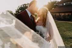 wedding photography backlit with sun, wedding couple picture ideas