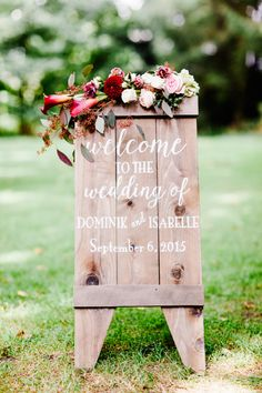 Wood Wedding Welcome Sign | photography by http://www.toldofoto.ch