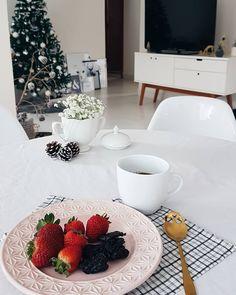 #morandocomamor #homesweethome #homedecor #instadecor #decoracao #minhacasapop #decorarmm #decorfeelings #decorhome #cafedatarde #cafenacama #amor #instapic #carinho #boatarde #hyggedecor #pics #cafetumblr #pinterest #pinterestinteriors #casadepinterest #pinteresthome #scandinaviandecor #nordicdecor #cafe #coffe
