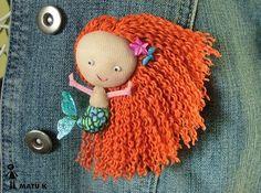 broche-muñeca sirenita de filetro y pelo de lana