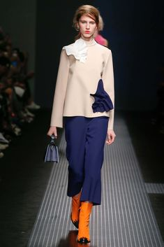 See all the Collection photos from MSGM Autumn/Winter 2015 Ready-To-Wear now on British Vogue Runway Fashion, Fashion Show, Womens Fashion, Fashion Design, Fashion 2016, Milan Fashion, Fashion Ideas, Milano Fashion Week, Msgm