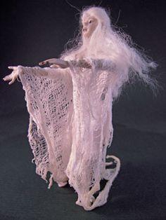Haunted Dollhouse, Haunted Dolls, Diy Dollhouse, Dollhouse Miniatures, Halloween Ghosts, Halloween House, Halloween Stuff, Halloween Crafts, Sculpture Techniques