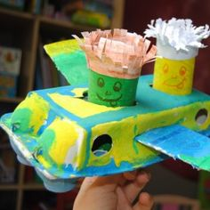 Have fun with some easy paper rolls and egg carton crafts for kids. This is how you can make an egg carton car and toilet paper roll driver. Family Crafts, Crafts For Kids To Make, Craft Activities For Kids, Craft Ideas, Christmas Trees For Kids, Christmas Crafts, Toilet Paper Roll Crafts, Paper Crafts, Airplane Crafts