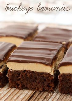 Layered Buckeye Brownies Recipe includes a box brownie bottom with a peanut butter middle topped with melted chocolate chips! 13 Desserts, Delicious Desserts, Dessert Recipes, Yummy Food, Brownie Desserts, Buckeye Brownies, Box Brownies, Easy Brownies, Cheesecake Brownies