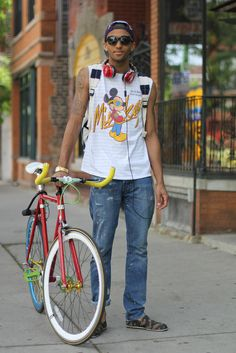 "casual urban styling, and love how the outfit and bike go ""together""... :)"