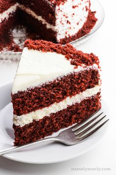 Vegan Red Velvet Cake is a simple, delicious cake with a slightly chocolate-flavored cake with a tangy vanilla frosting that& so delicious bite after bite! Homemade Red Velvet Cake, Vegan Red Velvet Cake, Easy Red Velvet Cake, Wacky Cake Recipe, Cake Recipes, Dessert Recipes, Vegan Carrot Cakes, Vegan Cake, Vegan Sweets